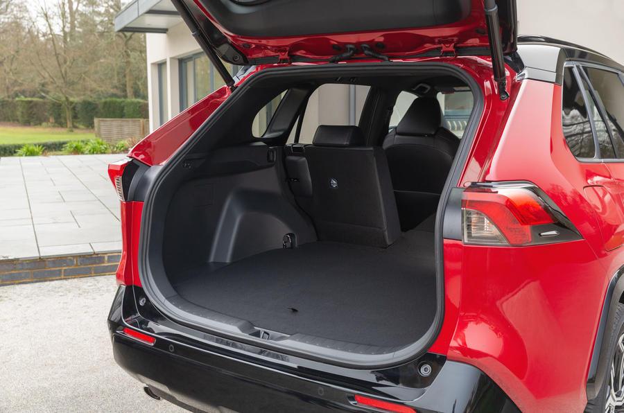 15 Toyota RAV4 PHEV 2021 : premier essai routier au Royaume-Uni