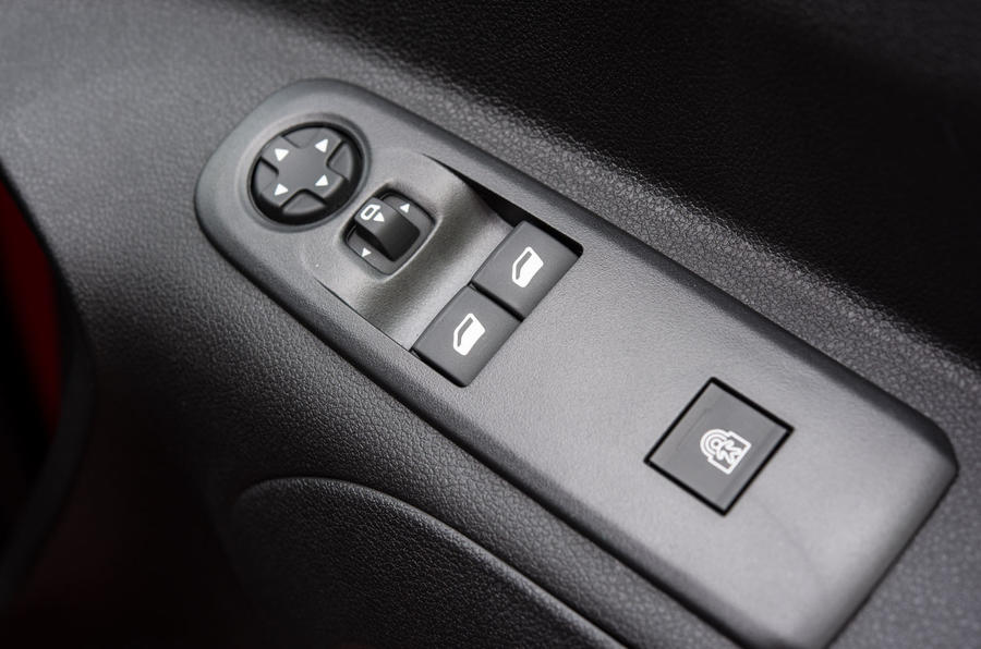 Vauxhall Combo Life 2018 UK first drive review window controls
