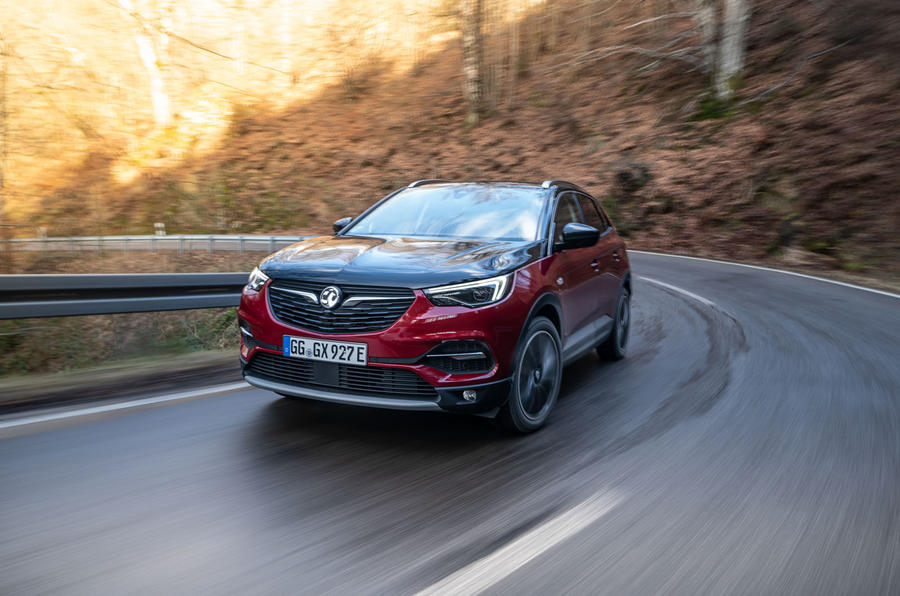 Vauxhall Grandland X Hybrid4 2020 first drive review - on the road front