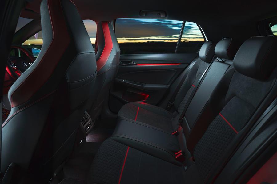 15 Volkswagen Golf GTI Clubsport 45 2021 UE FD sièges arrière