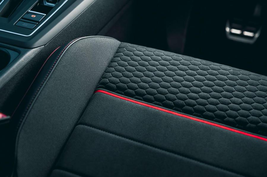 Détails des sièges de la 15 Volkswagen Golf GTI Clubsport 45 2021 UE FD