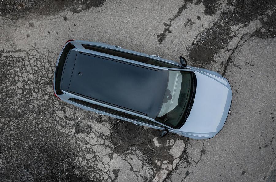 Volkswagen passat Estate R Line 2019 UK review - static roof