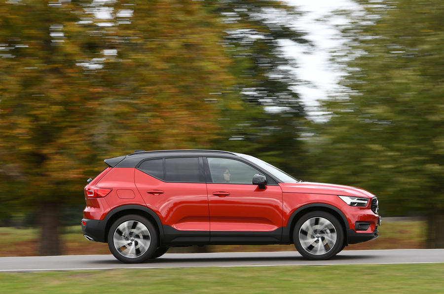 Volvo XC40 2018 long-term review - driving park side