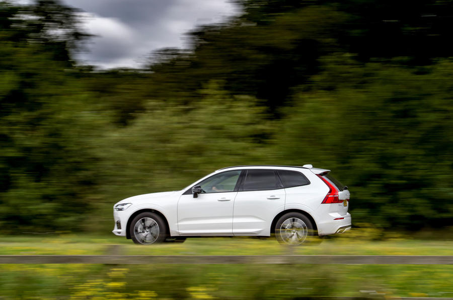 Volvo XC60 B5 2020 UK first drive review - on the road side