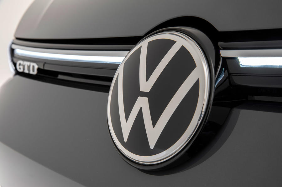 Volkswagen Golf GTI 2020 - front badge