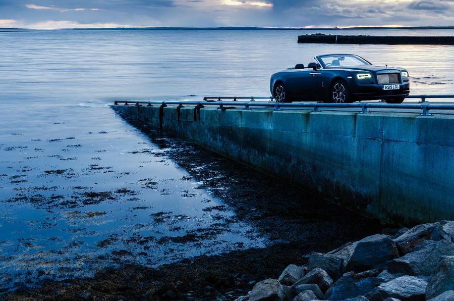 Rolls-Royce Dawn 2016 - stationary side by sea