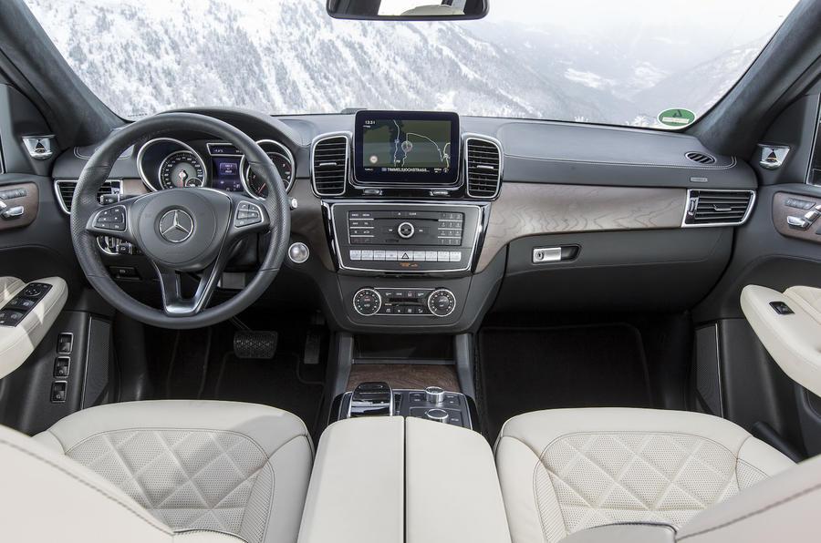 Mercedes-Benz GLS 350 d dashboard