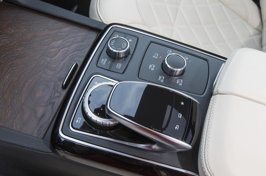 Mercedes-Benz GLS 350 d infotainment controller