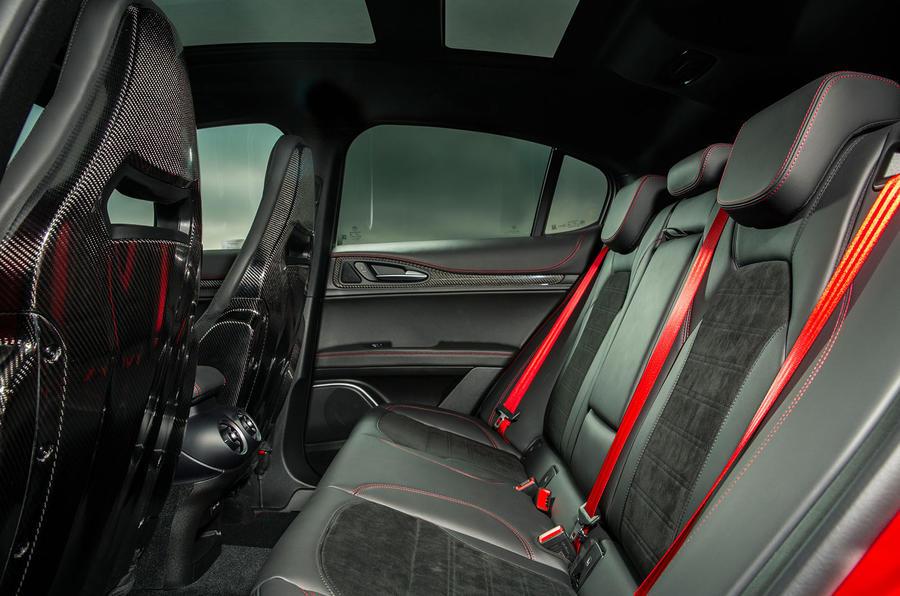 Alfa Romeo Stelvio Quadrifoglio 2020 : premier bilan de la conduite au Royaume-Uni - sièges arrière