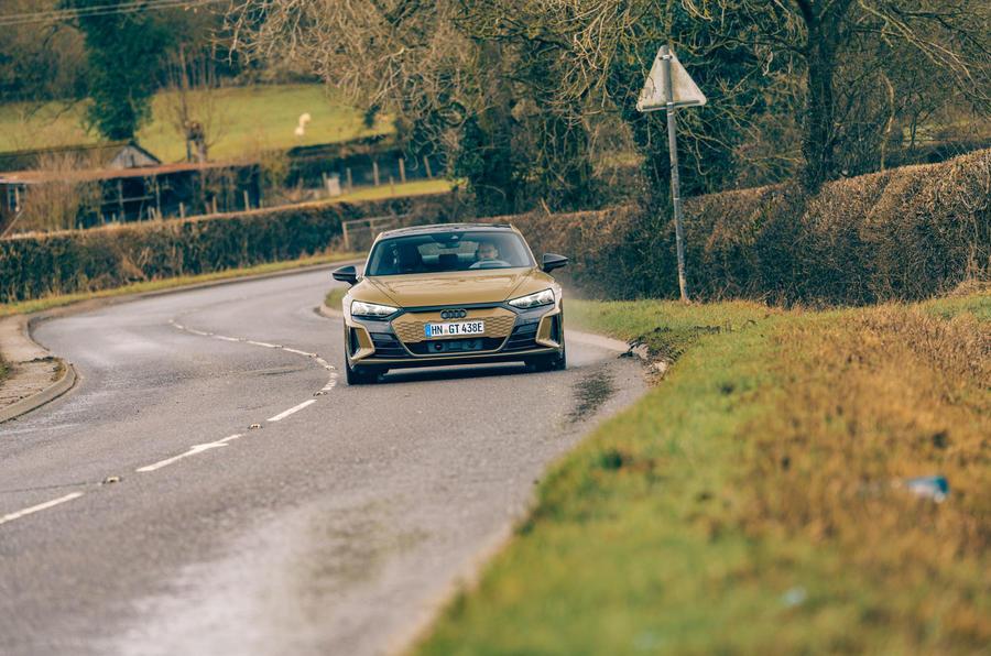 16 Audi RS E tron GT 2021 LHD : premier examen de conduite sur route