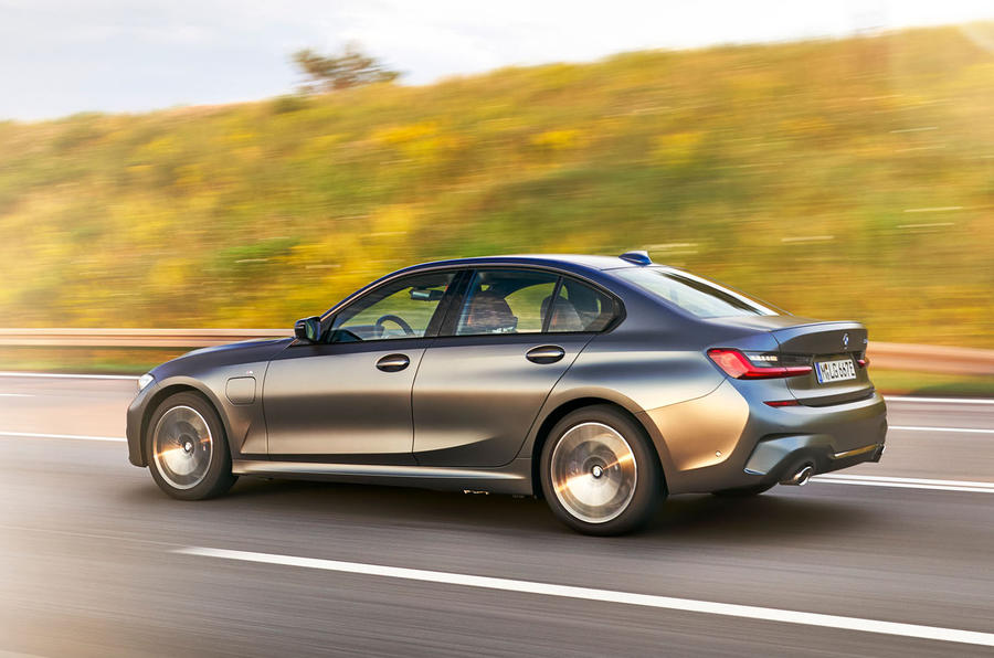 BMW 3 Series 330e 2019 first drive review - on the road side