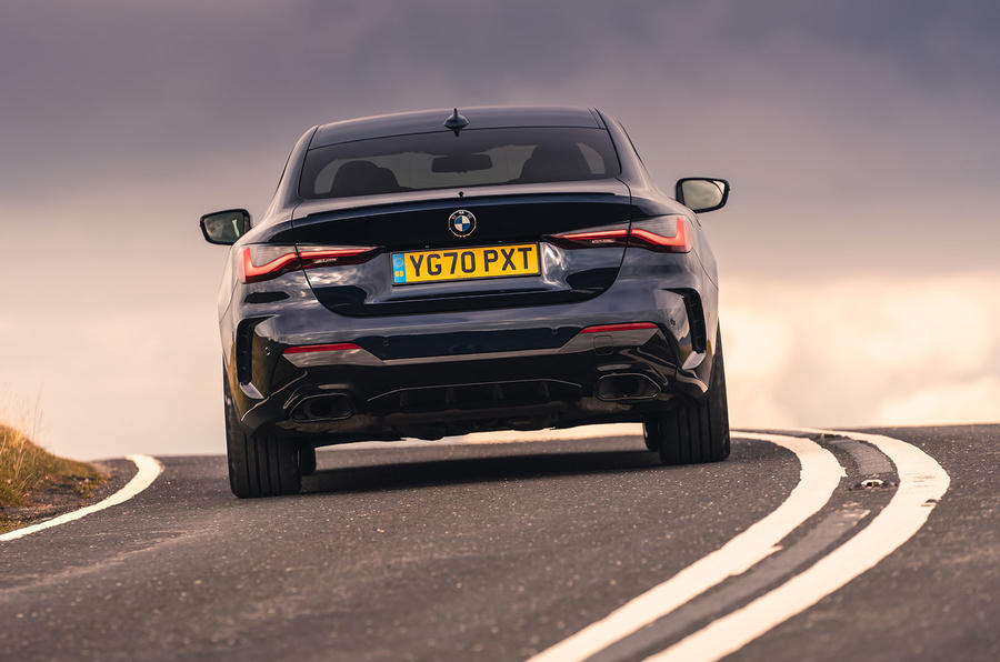 BMW 420i Coupe 2020 UK first drive review - cornering rear