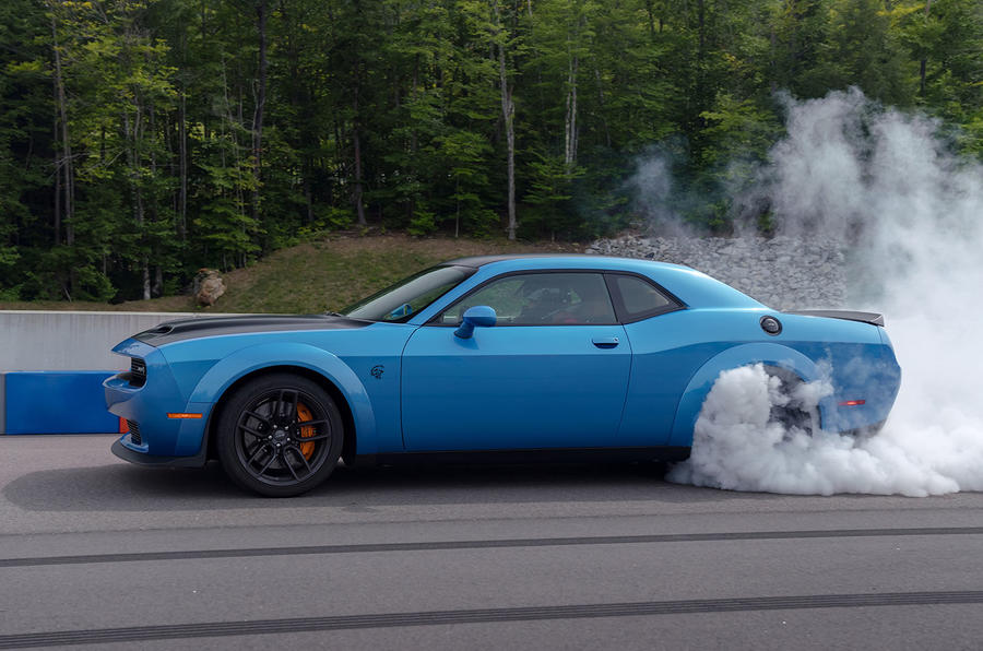 Dodge Challenger Hellcat Redeye Widebody 2018 first drive review - burnout side