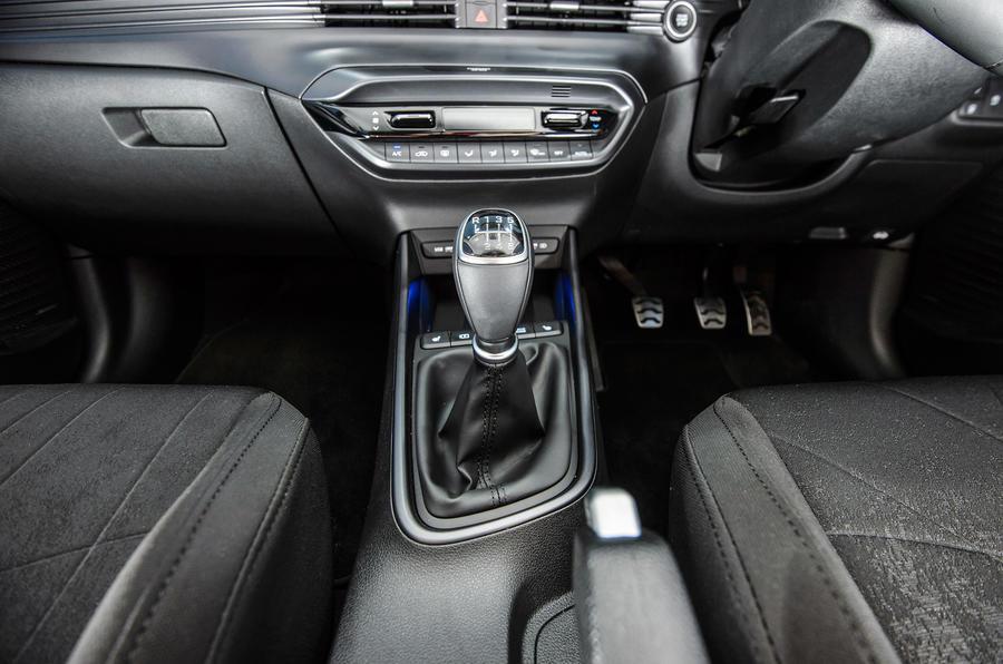16 Hyundai Bayon 2021 UE FD levier de vitesse