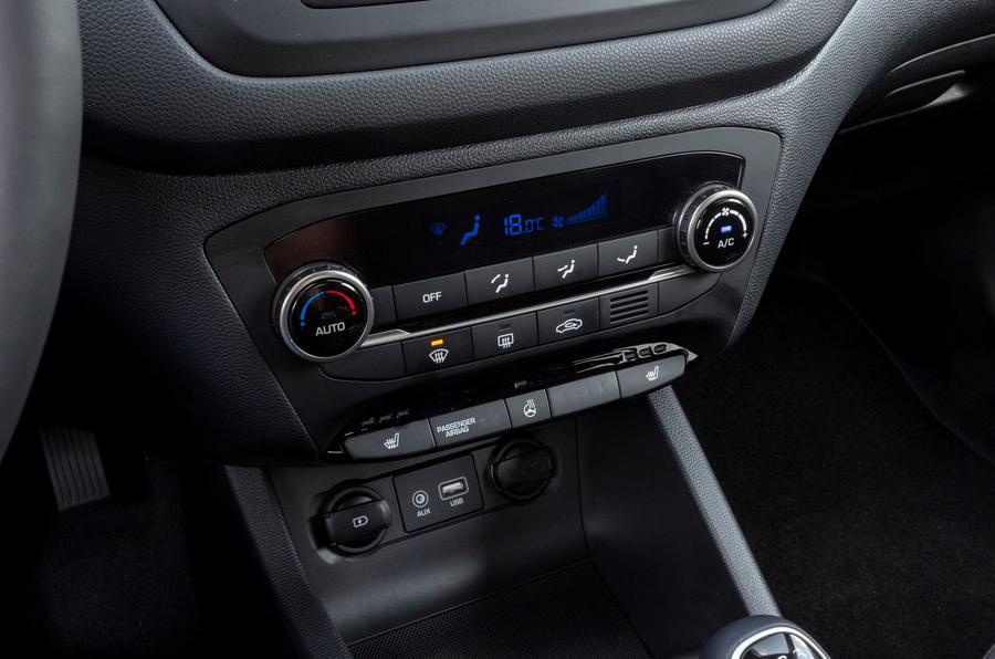 Hyundai i20 2018 review climate control