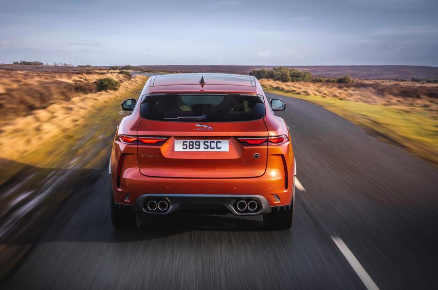 16 Jaguar F Pace SVR 2021 : premier examen de conduite sur l'arrière de la route au Royaume-Uni