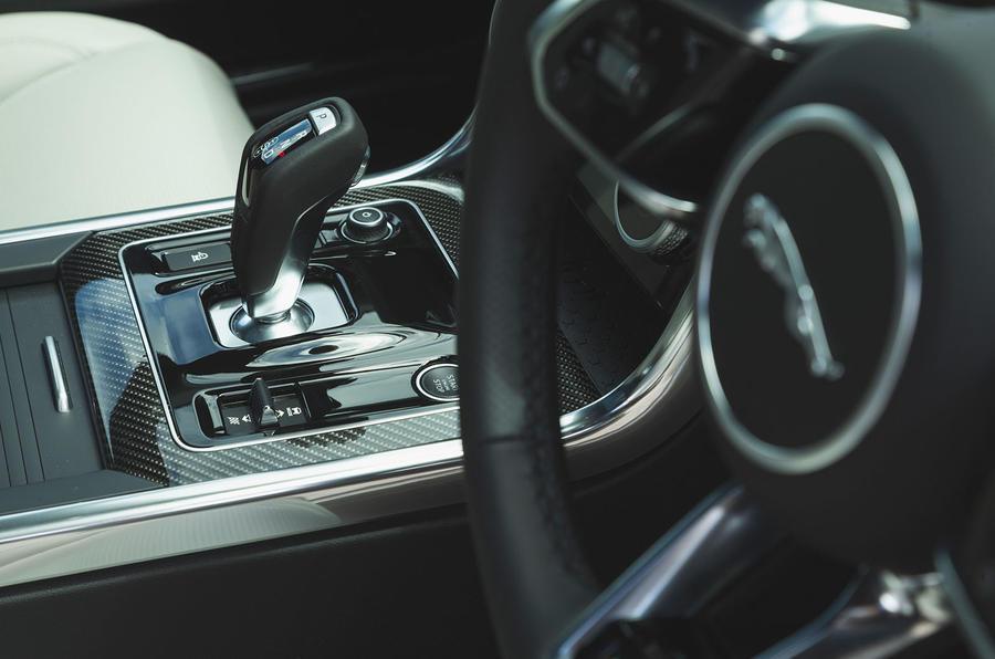 Jaguar XE P300 2019 UK first drive review - gearstick