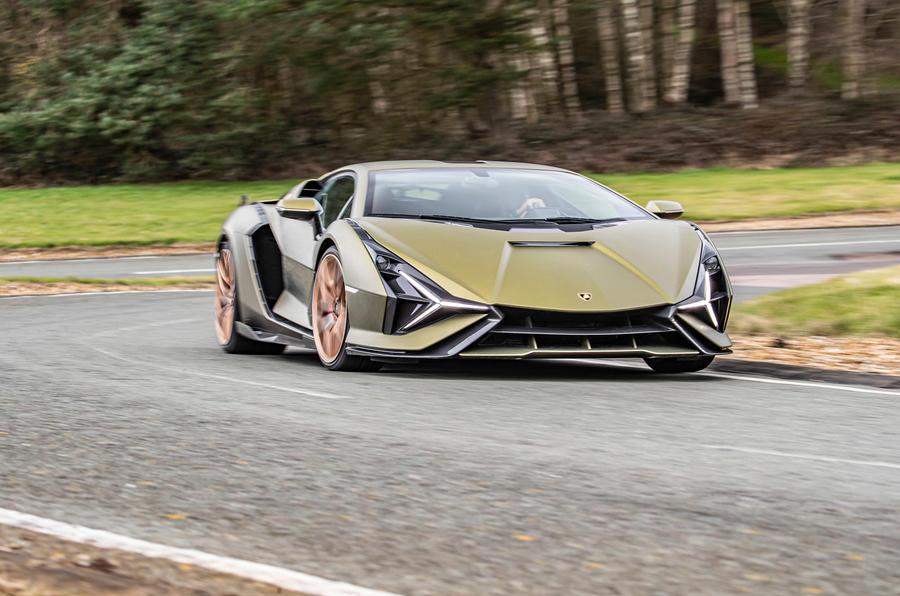 16 Lamborghini Sian 2021 : le premier examen de la conduite au Royaume-Uni est en cours
