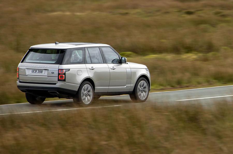 Land Rover Range Rover D300 2020 Premier bilan de conduite au Royaume-Uni - sur la route arrière