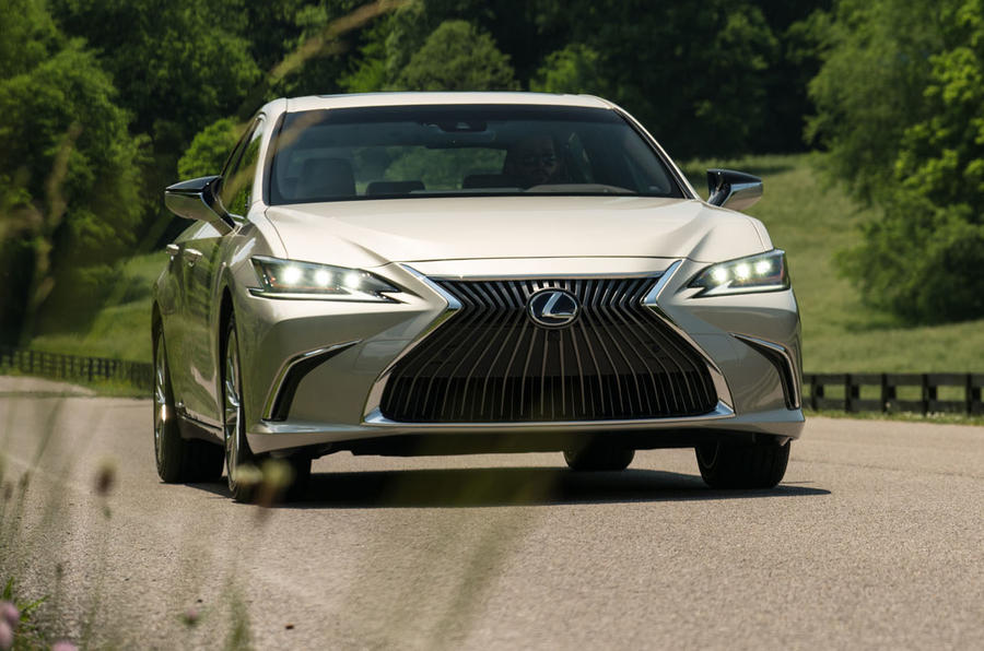 Lexus ES 300h 2018 review on the road front angle