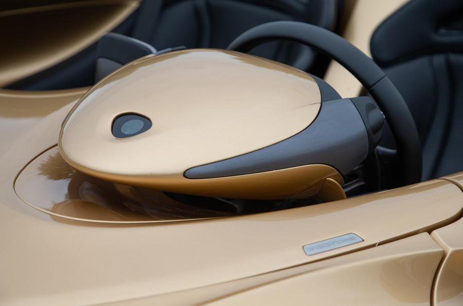 16 Renflement du volant de la McLaren Elva 2021 UE FD