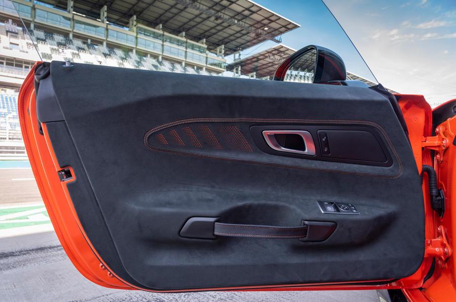Mercedes-AMG GT Black Series 2020 : premier bilan de conduite - cartes de portes