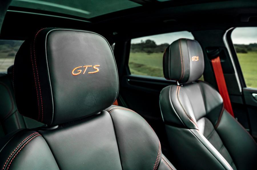 16 Porsche Macan GTS 2021 UE LHD sièges avant premier essai