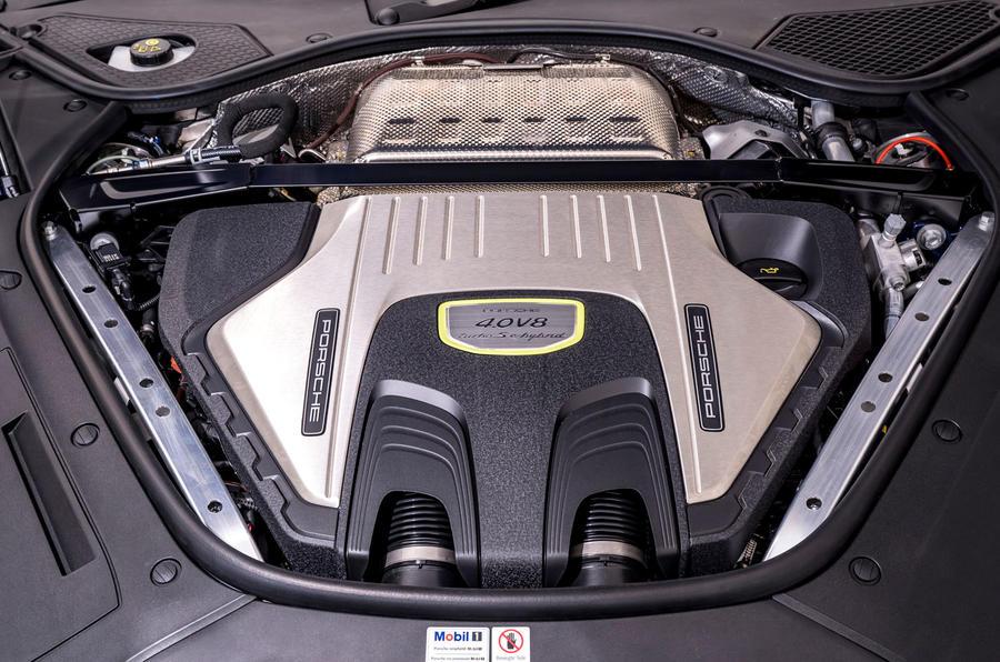 16 Porsche Panamera Turbo S E Hybrid ST 2021 UE FD moteur