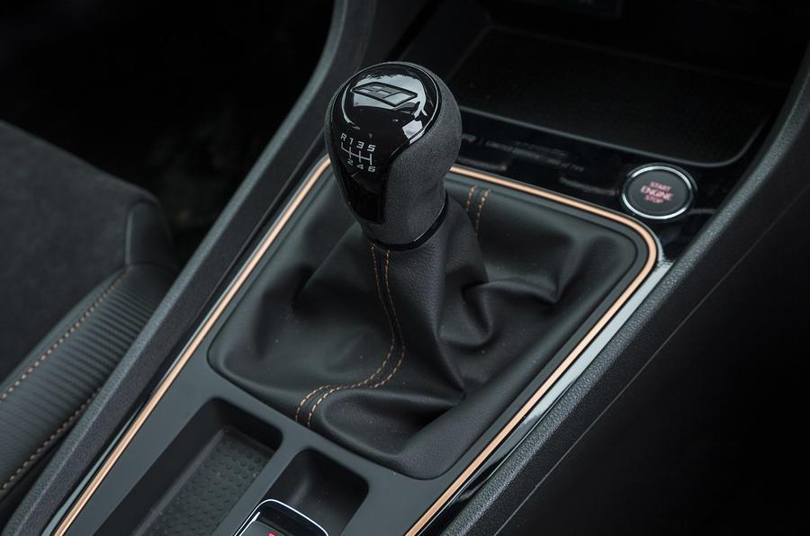 Seat Leon Cupra R 2018 UK review centre console