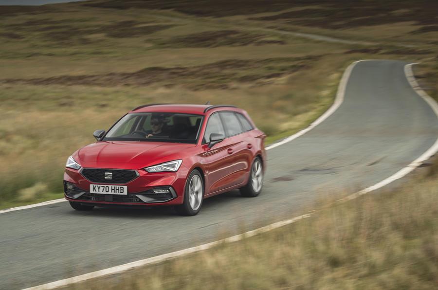 16 chỗ Leon Estate FR 2021 Đánh giá lái xe đầu tiên của Vương quốc Anh trên mặt tiền đường