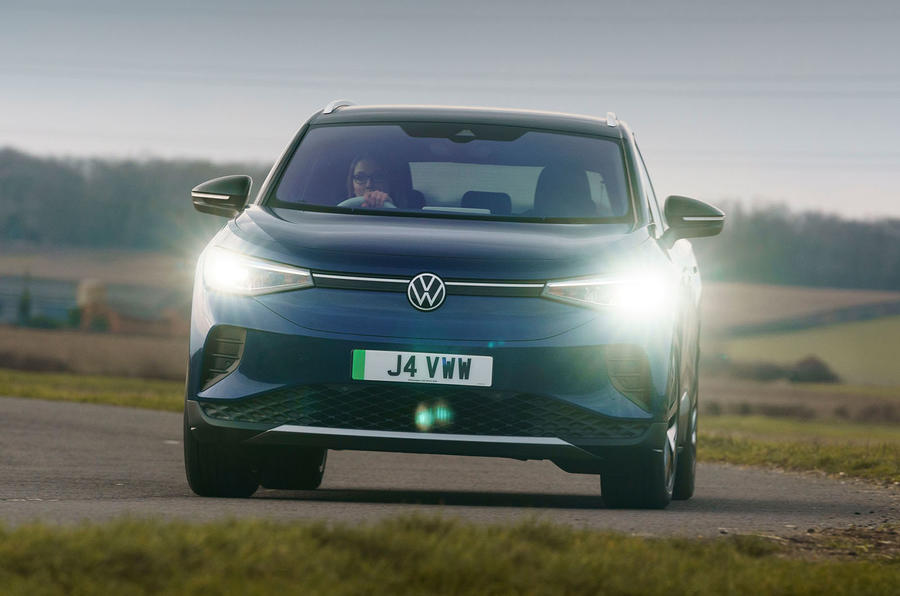 16 Volkswagen ID 4 2021 UE : premier essai routier - virage avant