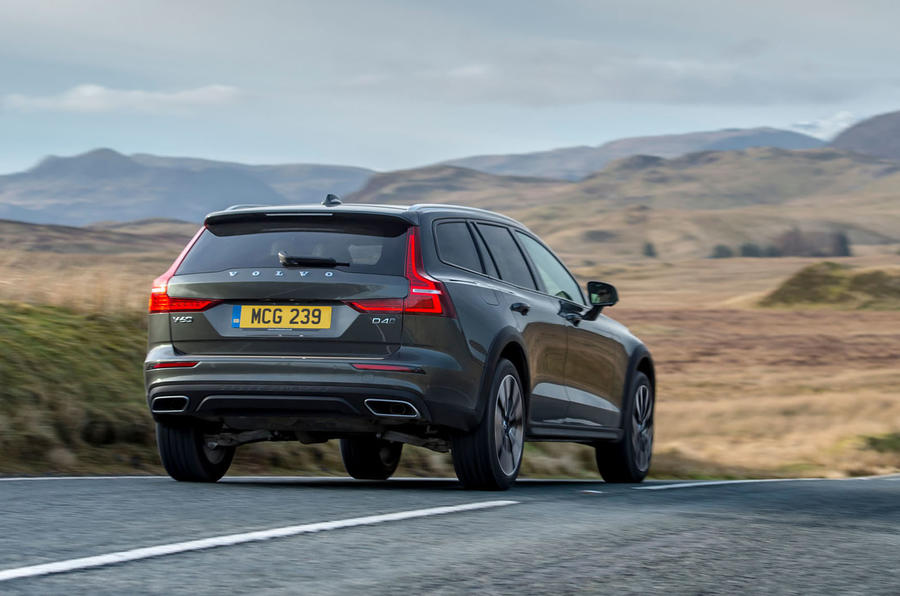Volvo V60 Cross Country 2019 UK first drive review - on the road rear
