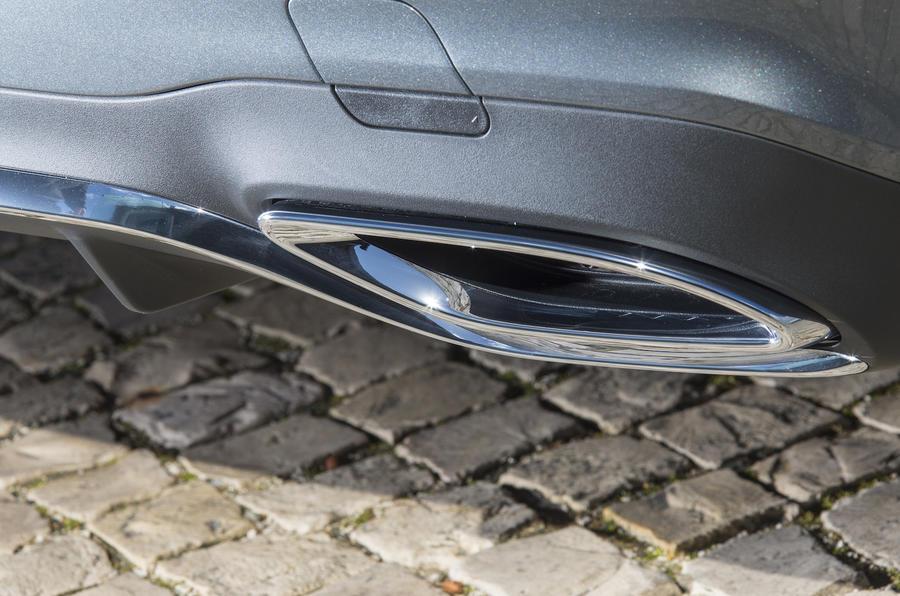 Mercedes-Benz E 350 d rear exhaust