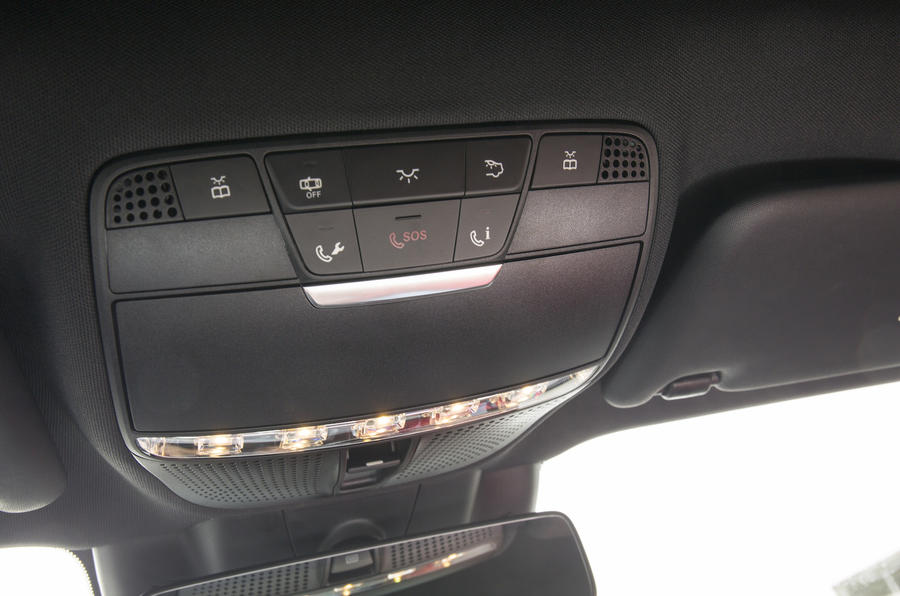 Mercedes-Benz E 350 d SOS button