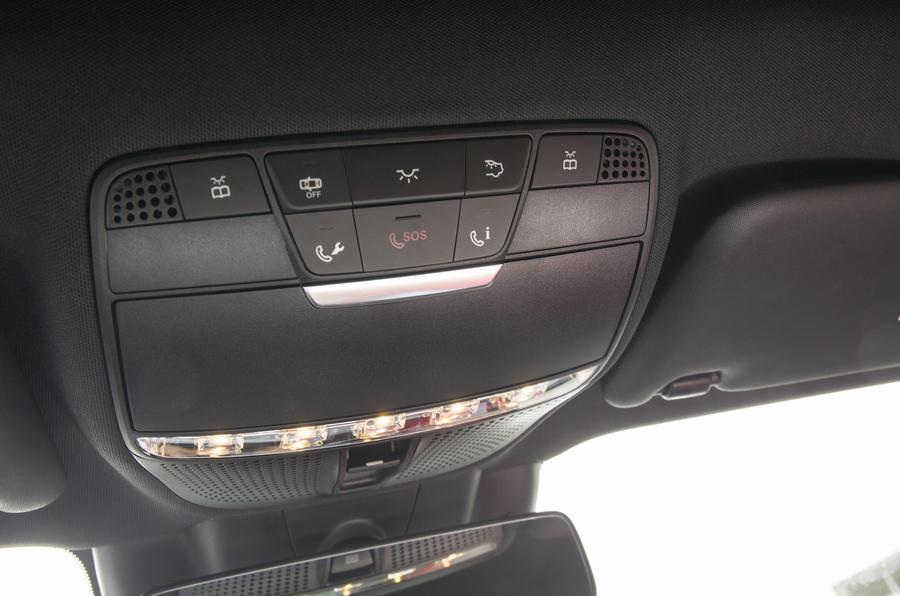 Mercedes-Benz E 350 d SOS button