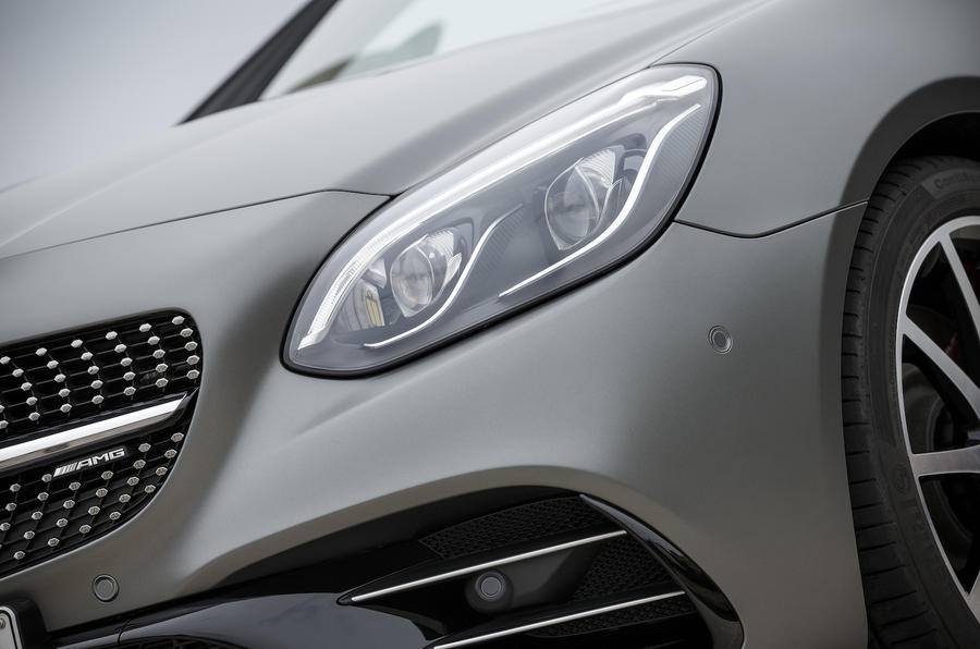 Mercedes-AMG SLC 43 xenon headlights