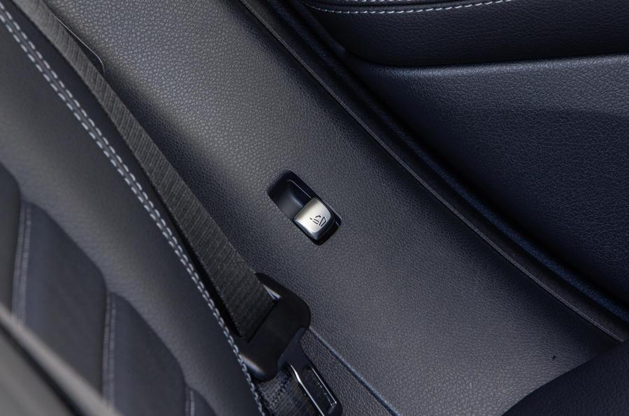 Mercedes-Benz GLC Coupé rear seat release