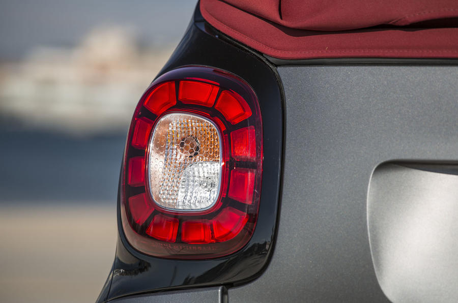 Smart Fortwo Cabrio rear lights