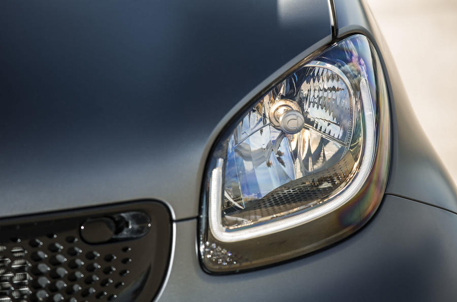 Smart Fortwo Cabrio headlights