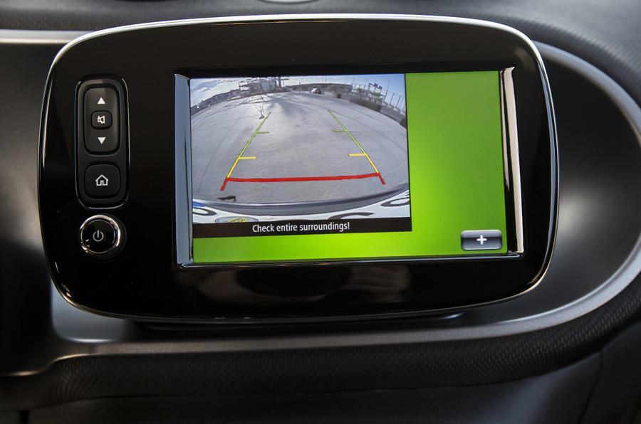Smart Fortwo Cabrio infotainment