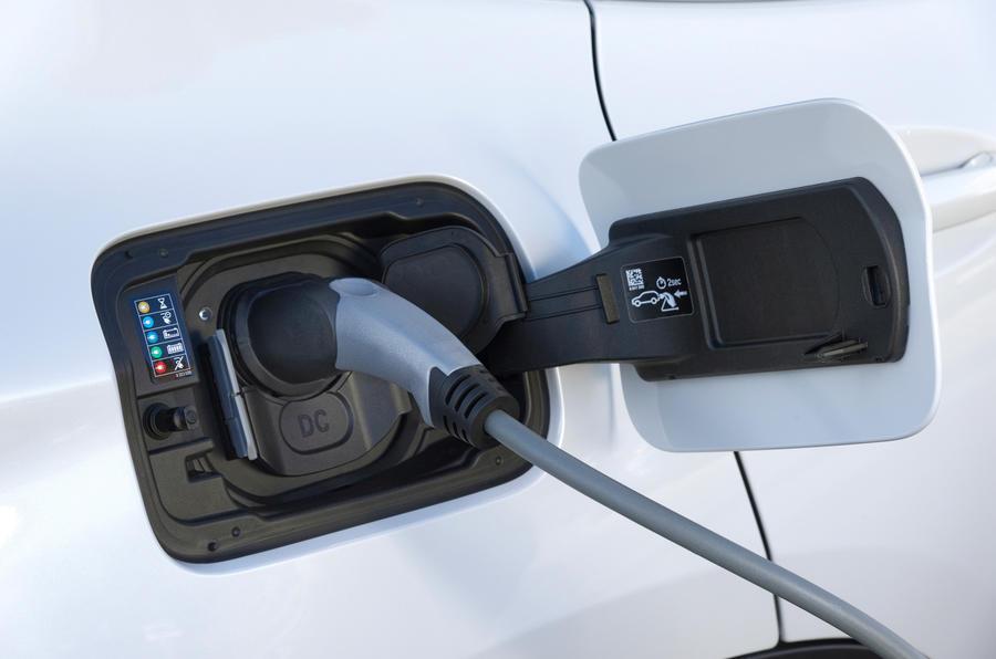 BMW iX3 2020 : premier examen de la conduite - port de chargement