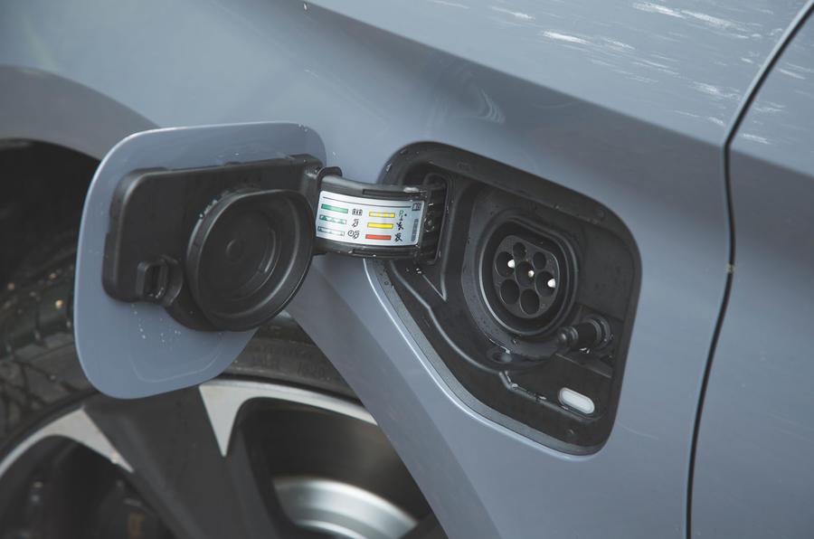 Cupra Leon 2020 LHD : premier bilan de la conduite au Royaume-Uni - port de charge