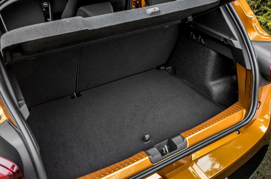 17 Dacia Sandero Stepway 2021 Premier démarrage de l'examen de conduite au Royaume-Uni
