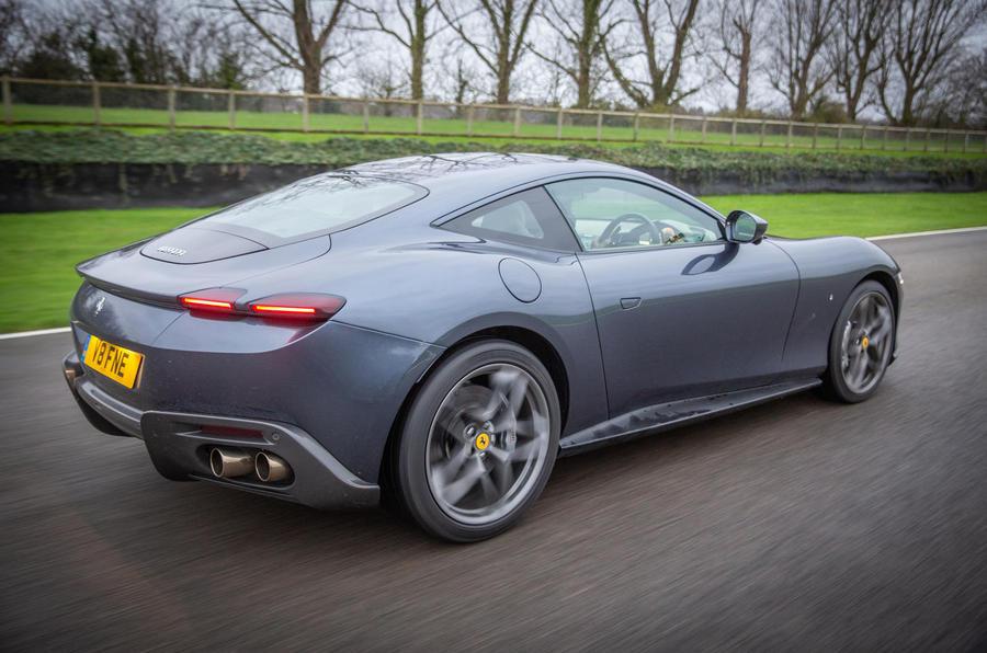 Ferrari Roma 2021 : premier examen de conduite au Royaume-Uni - sur la route arrière