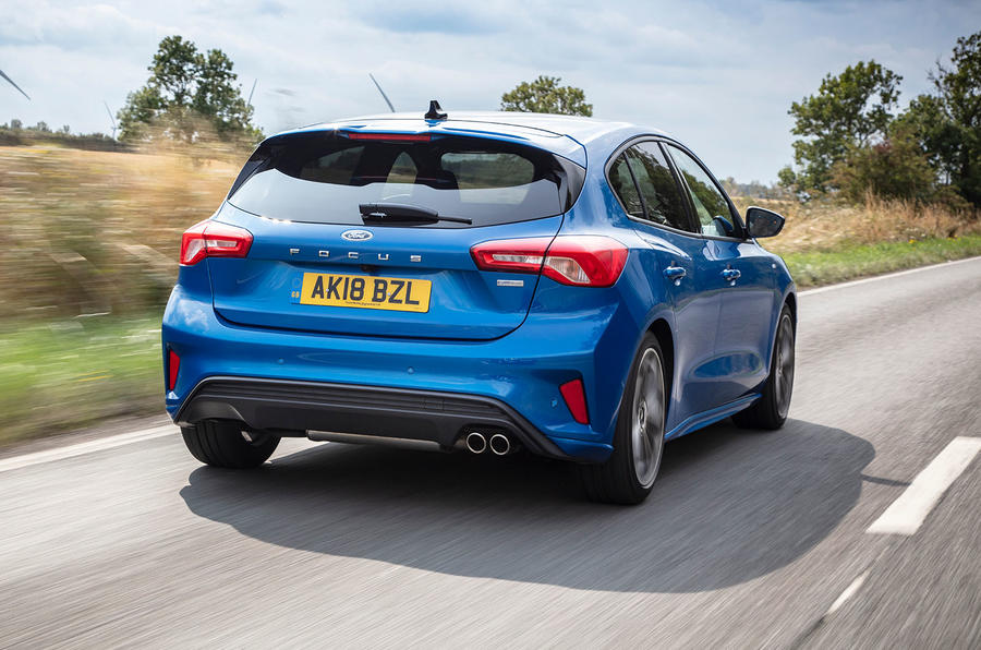 Ford Focus ST-Line 182PS 2018 UK first drive review - on the road rear