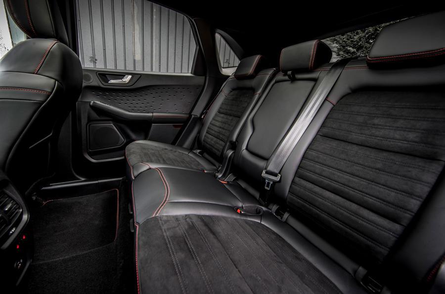 17 Ford Kuga FHEV 2021 UE FD sièges arrière