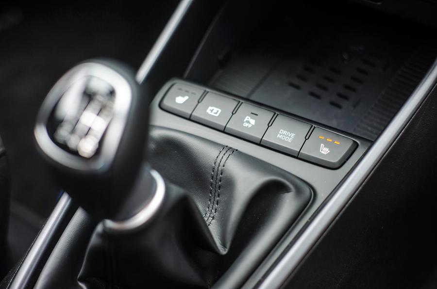 17 Hyundai Bayon 2021 UE FD bouton de mode de conduite