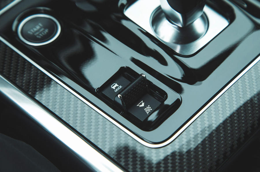 Jaguar XE P300 2019 first drive review - drive modes