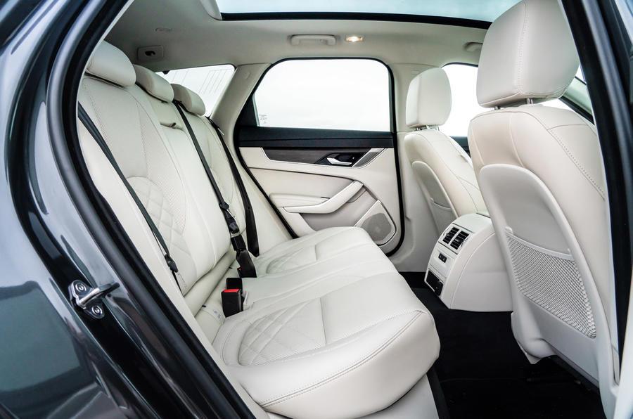 17 Jaguar XF Sportbrake P250 2021 UE : essai des sièges arrière