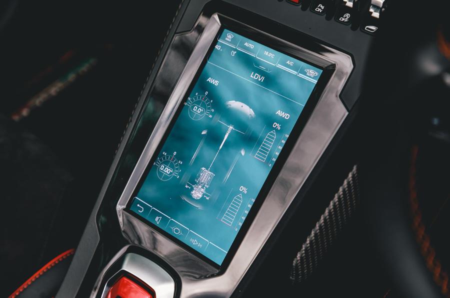 Lamborghini Huracán Spyder 2020 UK first drive review - infotainment